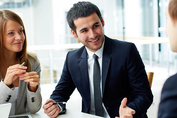 Suivez des cours d'anglais professionnel en face-à-face ou en petits groupes