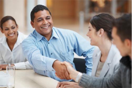 Une formation en anglais vous aide à vous exprimer en réunion avec vos clients.
